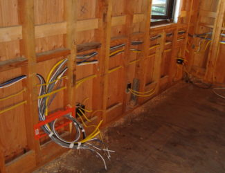 Как делать проводку в каркасном доме?