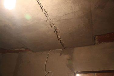 Штробить потолок под проводку в монолитном доме