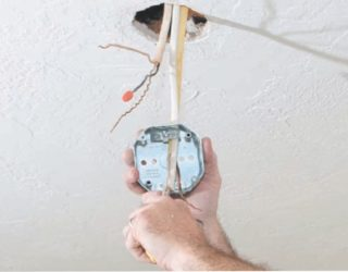 Провода для люстры на потолке