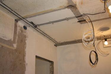 Как поменять проводку в многоквартирном доме?