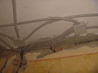 Как поменять проводку под натяжным потолком?