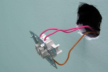 Как установить выключатель света двойной с подсветкой?