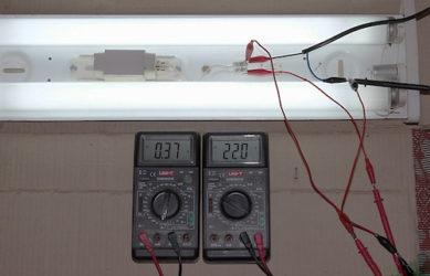 Как проверить лампу дневного света тестером?