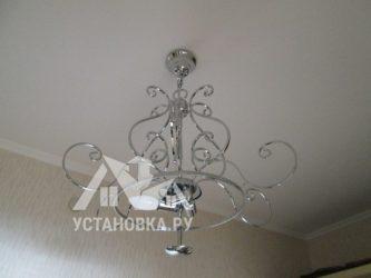 Как перенести люстру на потолке без штробления?