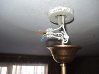 Как повесить люстру с тремя проводами?