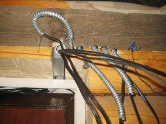 Металлическая гофра для проводки в деревянном доме