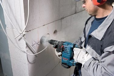 Как штробить стены под проводку перфоратором?