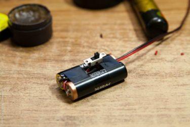 Светодиод с выключателем и батарейкой