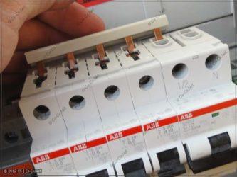 Шина для соединения автоматов в щитке