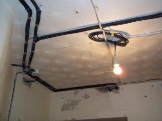 Крепление проводки к потолку под натяжной потолок